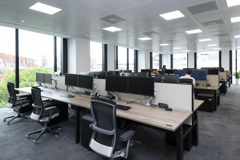 Thiết kế ánh sáng tự nhiên vào văn phòng làm việc