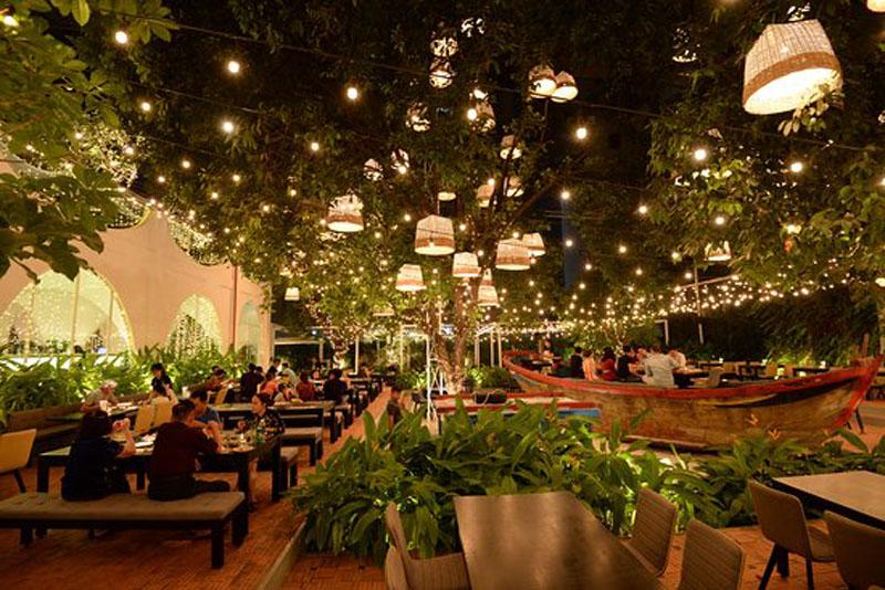 Đơn giá thi công nội thất nhà hàng sân vườn tính tiện dụng cao