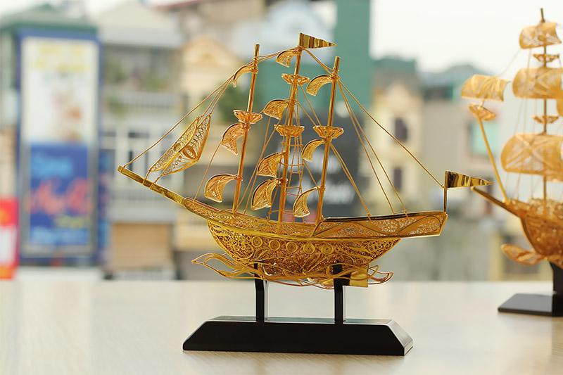 Thuyền buồm phong thủy - vượt qua khó khăn, xuôn xẻ trong công việc