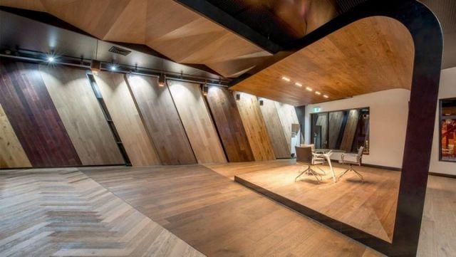 Những mẫu thiết kế và thi công nội thất showroom sàn gỗ sang trọng