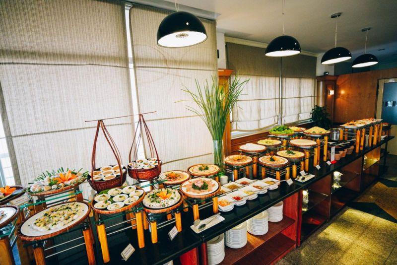 Báo giá thi công nội thất nhà hàng buffet bán cổ điển