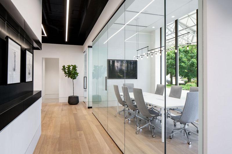 Dịch vụ thiết kế nội thất văn phòng làm việc bất động sản