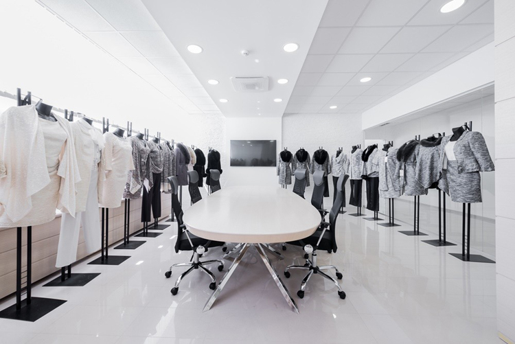 Công ty thiết kế và thi công nội thất văn phòng công ty thời trang
