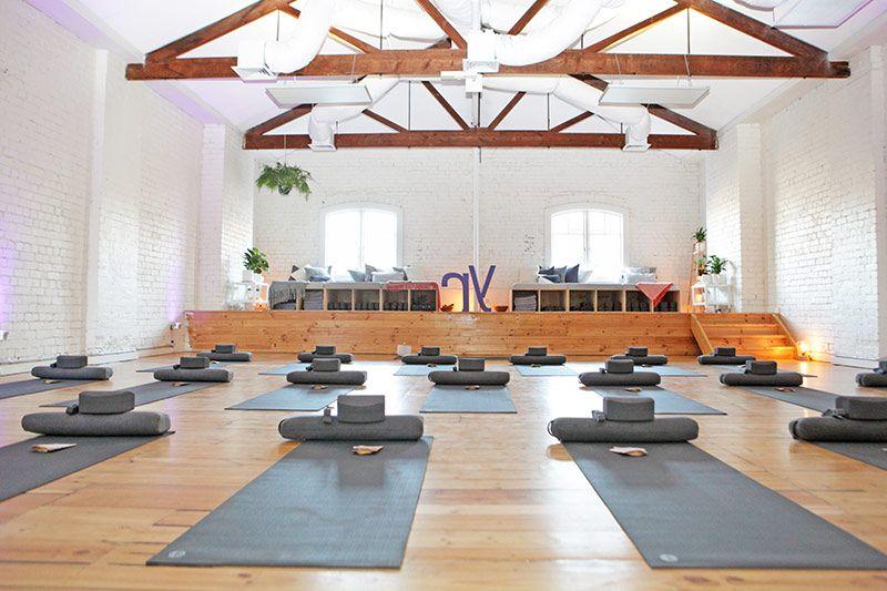 mau phong yoga cao cap